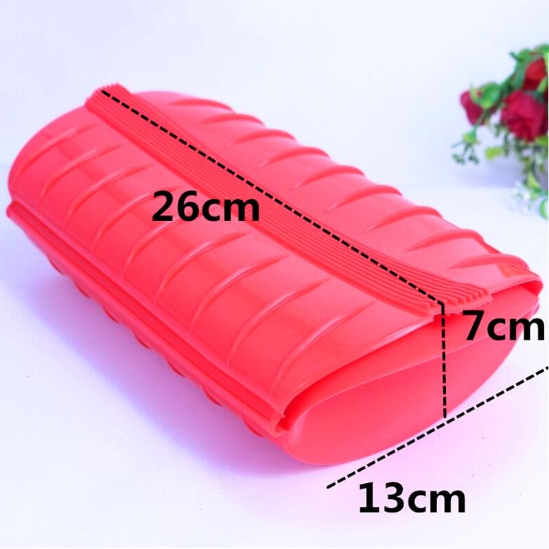 Красного цвета микроволновая печь