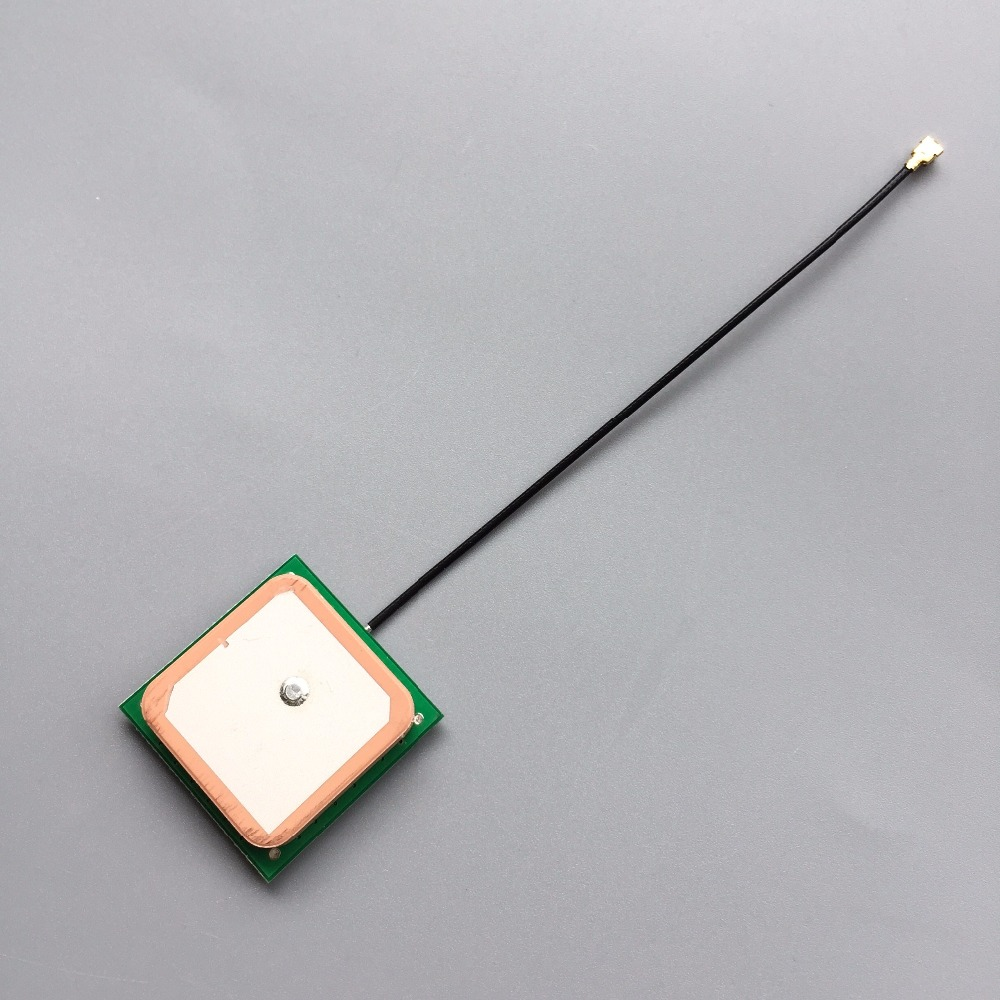 Free shipping GNSS GPS antenna 28dB High Gain ceramic patch internal GPS GLONAS antenna 1575.42MHZ 28*28*7mm IPX connector conception of patch antenna at wide band