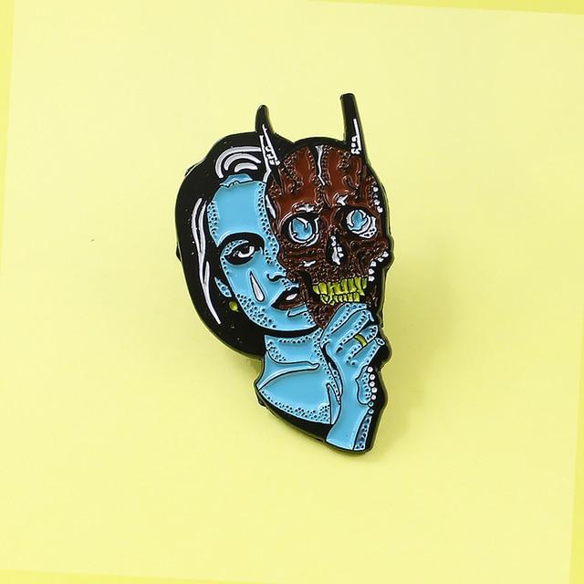 Horror Blu Alien Devil Maschera Spilla pins per Le Donne Smalto pins Triste strega Fantasma Gotico della camicia Jeans Denim sacchetto Del Fumetto regalo dei monili