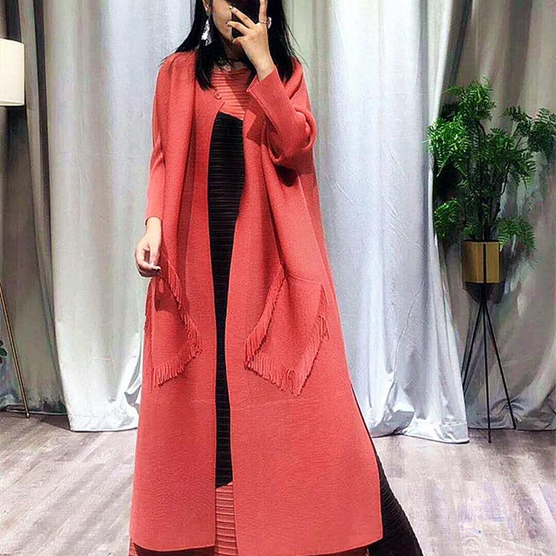 Issey Miyake морщин траншеи Женская Весна и осень кардиган ветровка новый корейский вариант свободные длинные плащ.