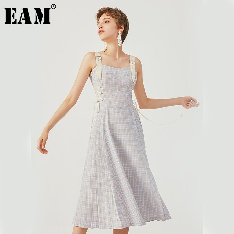 [EAM] 2019 nouveau printemps été Spaghetti sangle bleu Plaid imprimé Bandage fendu plissé tempérament robe femmes mode JU494