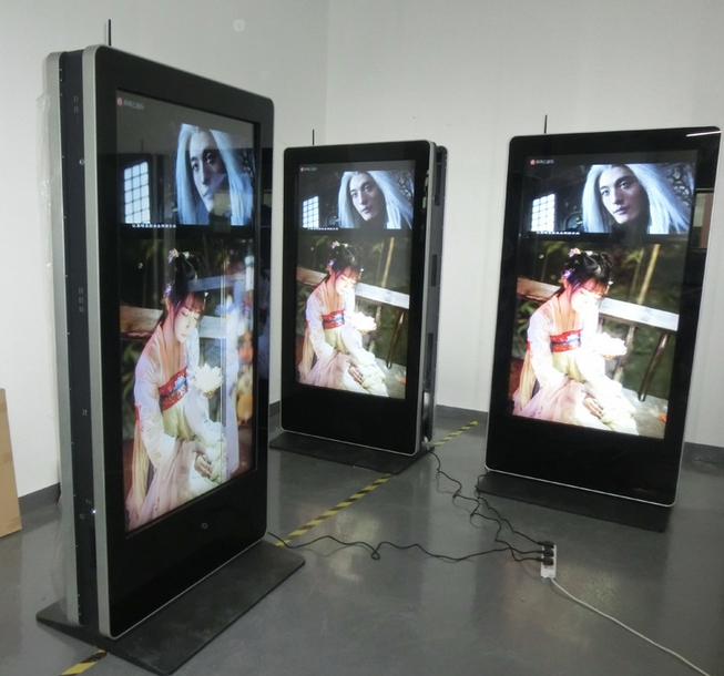 65 55 Inch Double-faced Guiding Digital Signage For Fashion Shop With Loud Speaker Built In