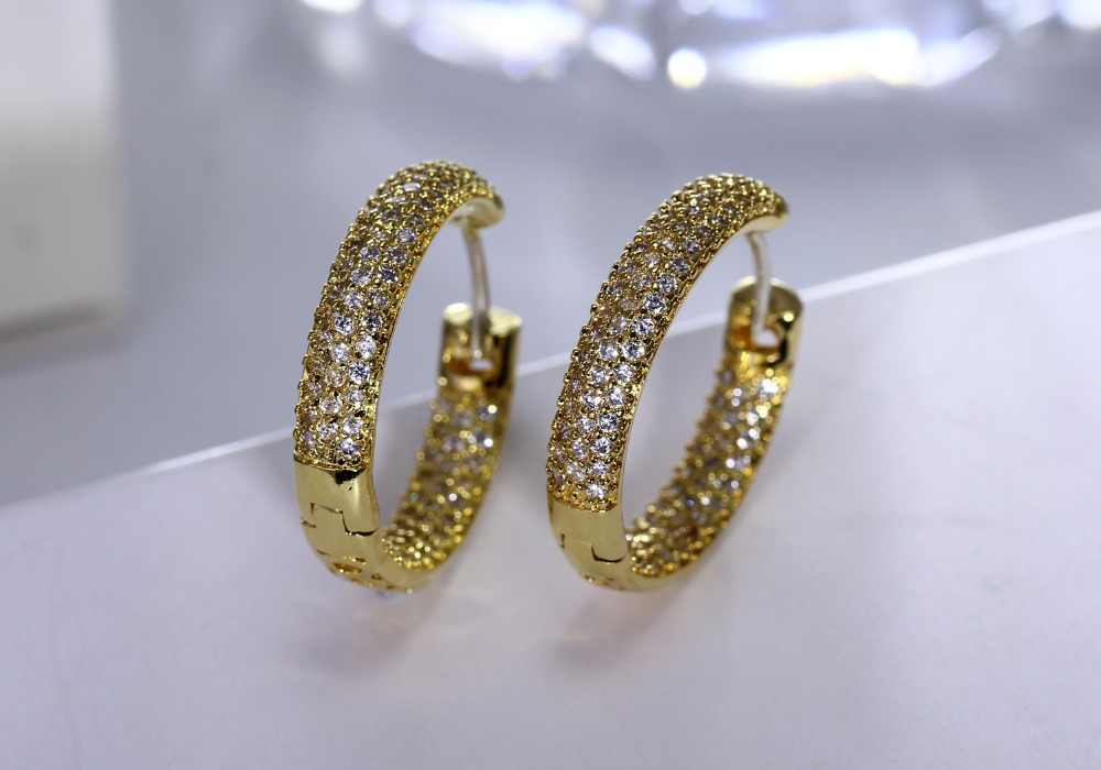 Hoop earring for night bar party (1)