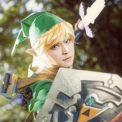 The Legend of Zelda Link Mens Golden Short Straight Synthetic Wig Hair Heat Resistance Fiber Cosplay Wig+Hairnet