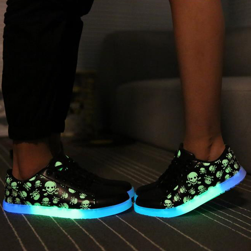 2017 New Super Cool Skull Brand Glowing Shoes With Lights For Adults Luminous Fluorescent Shoes For