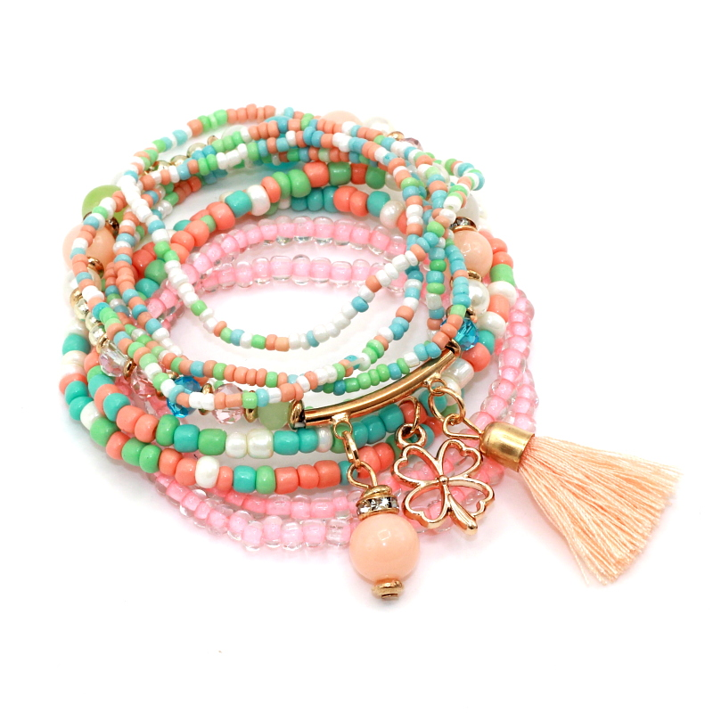 Founded in Costa Rica, Pura Vida Bracelets provides sustainable jobs to artisans worldwide and raises awareness for charities with products that give back.
