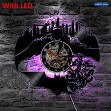 480e250cef03 Batman y Gotham City pared vinilo pared Iluminación vintage LP record reloj  hecho a mano decoración arte regalo silueta luz LED