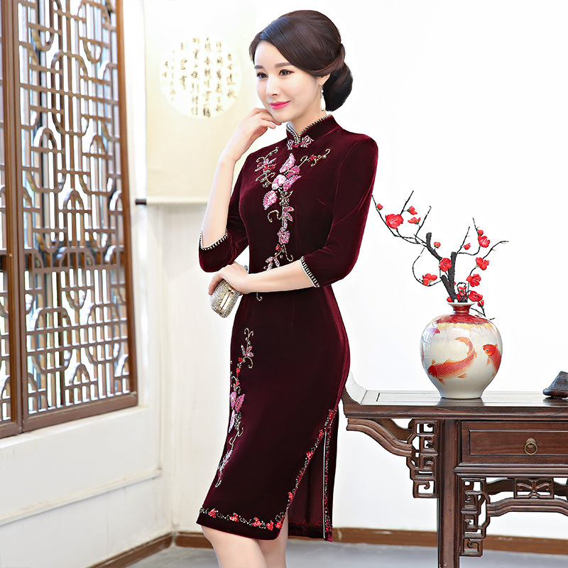 Autumn Velvet Chinese Style Mother Dress Vintage Chinese Women Floral  Beaded Qipao Slim New Cheongsam Lady Gift Oversize 4XL -in Cheongsams from  Novelty ... f68483862a87