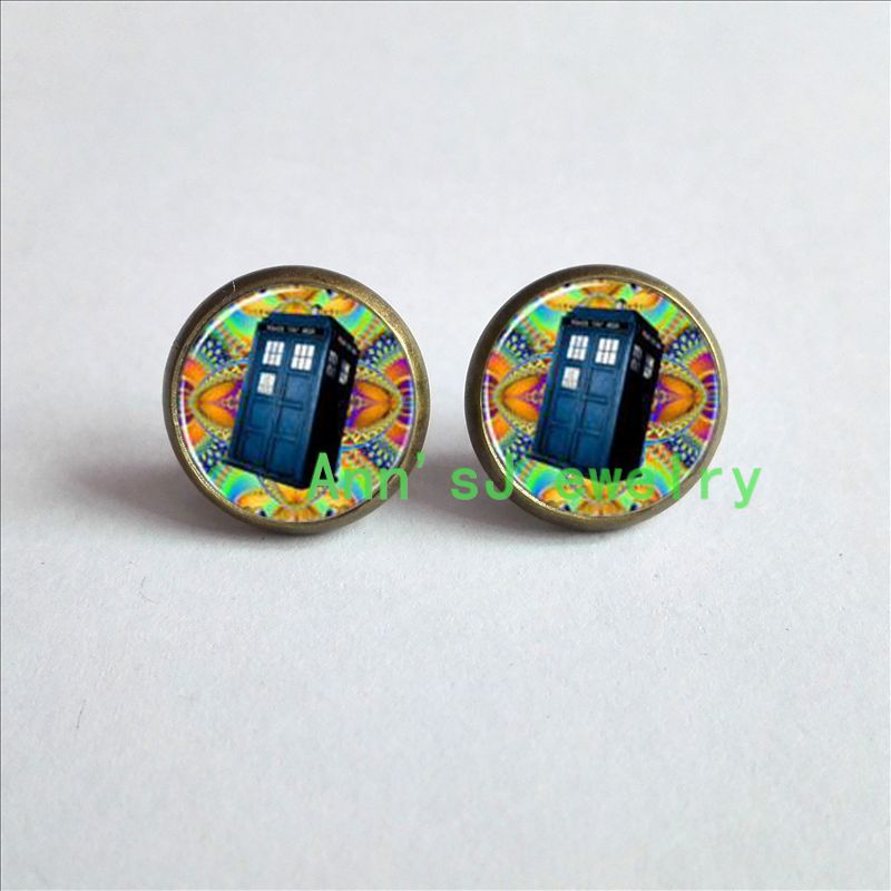 HZ4-00340 1pair Tardis Earrings. Tardis eardrops Doctor Dr Who Police stud earrings Box Earrings jewelry glass Cabochon Earrings