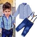 2017 Ropa de Los Muchachos Traje de Caballero Otoño manga larga camiseta a rayas + pantalones vaqueros de la Correa 2 unids/set bebé niños traje de pantalones de mezclilla