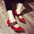 Весна Осень Женщины Ню обувь 2017 Корейский стиль Vintage Повседневная Пряжка Ремень Острым Носом Черный Зеленый и Красный цвета