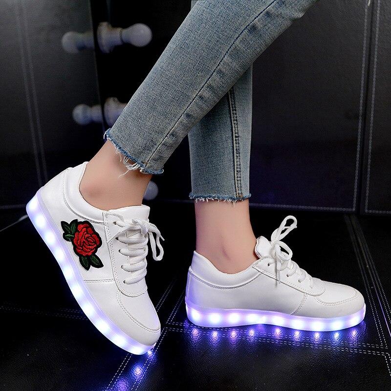 2018 nuevo tamaño 26-44 niños zapatillas para niños niñas mujeres zapatos con luz Led zapatos con flor zapatillas de deporte que brillan intensamente
