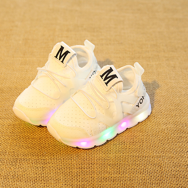 LED Lighted Fashion Kids Boys Breathable Shoes Cute Casual Children Shoes Sneakers Hot Sales Baby Girls Shinning Sneakers 2018