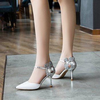 2019 été nouveau blanc avec une seule chaussures sexy talons aiguilles pointus avec une boucle baotou sandales femme