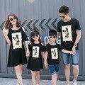 Pareja marca 2016 verano de la familia a juego trajes madre e hija vestidos del hombro hijo papá manga corta camiseta negro