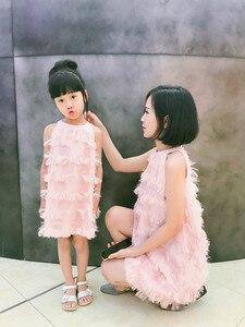 Image 2 - Dopasowane sukienki dla córki matki letnia rodzina pasujące ubrania bez rękawów Tassel Party Family Look mama córka sukienka ubrania