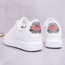 White Sneakers Women 2018 Fashion Spring Autumn New Round Head Embroidered Casual Shoes Lace-up Platform