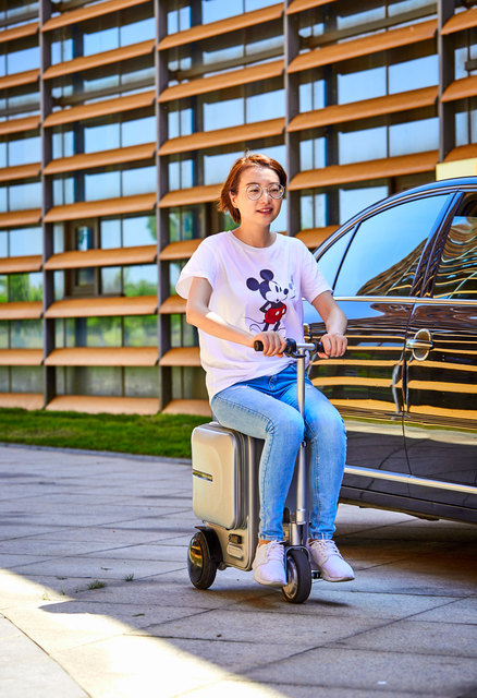 Electric Riding Trolley Travel Suitcase.Luxurious Intelligent Carry on Robot Luggage.High-capacity smart valise boarding bag.--2