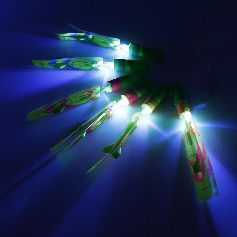 Neuheit LED Licht Bis Glowing Pfeife Schleuder Fliegende Pfeil Kinder Blinkende Fliegen Libelle Spielzeug Geschenk Glow Party Weihnachten Navidad