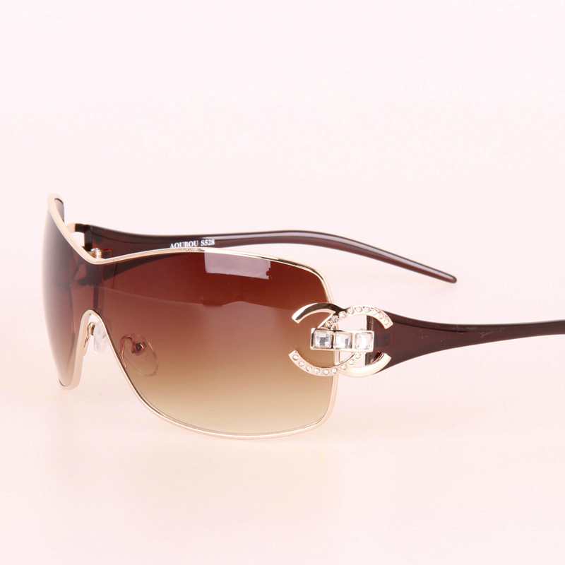 1ed9d8ea41 High Quality Oversized Sunglasses Women Brand Designer Diamond Big Frame Sun  Glasses For Womens Gold Retro Woman Sunglass Shades-in Sunglasses from  Women s ...