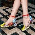 Colorido Impressão Mary Janes Bombas Mulheres Pom Pom Fur Decor Dos Namorados Chunky Sapatos De Salto Alto Sandálias Stiletto Gladiador Do Vintage Sapato