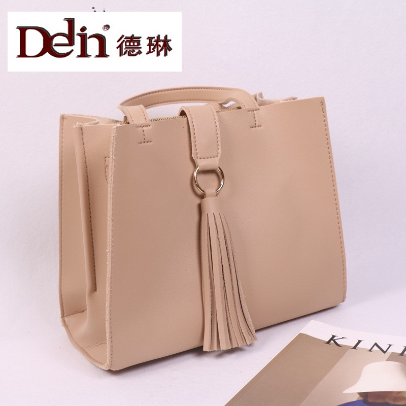 DELIN  manufacturers wholesale bags bags 2017 new fashion leather fringed compartment square bag