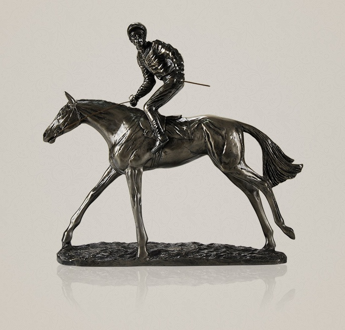 Sculpture de coureur de chevaux à la main en résine et en cuivre Statue de cavalier de cheval décoration de prix sportif cadeau Souvenir et ornement artisanal