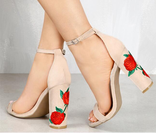 Sandales Chic De Bout Chunky Bloc noir Florale Femmes Chaussures Talon Hauts Mode Ouvert Style Boucle Noir Talons À Daim Beige Brodée fq077dCx