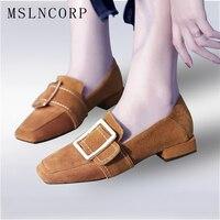Плюс Размеры 34–43 из натуральной кожи Женские демисезонные туфли на плоской подошве женские украшения из металла квадратный носок Slip On негл