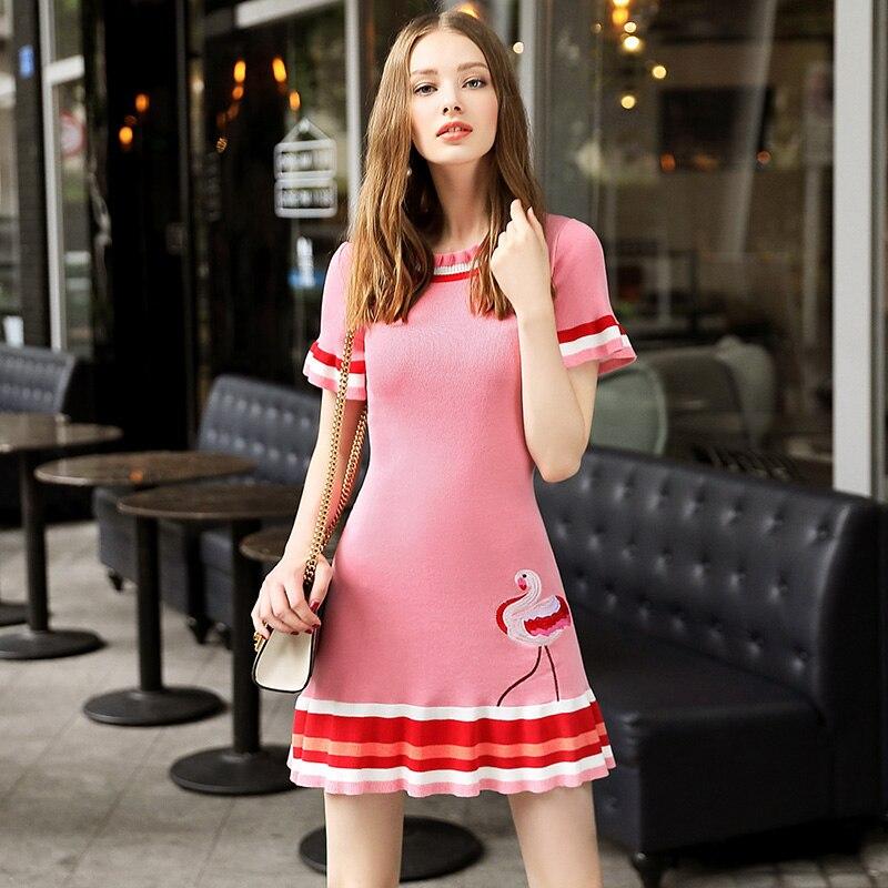 Femmes Flamingo broderie rose tricoté une ligne robe 2017 mode mignon manches courtes rayé slim pull robe piste Vestidos