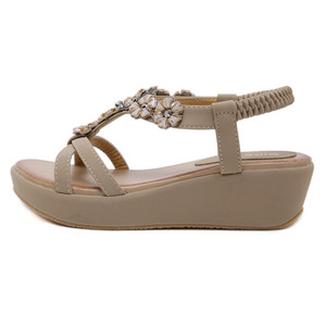 Image 2 - BEYARNEBohemian Summer Shoes Sweet Womens Flower Rhinestone Flat Sandals High Quality Casual Flats Plus Size 35 42 SandaliasE604