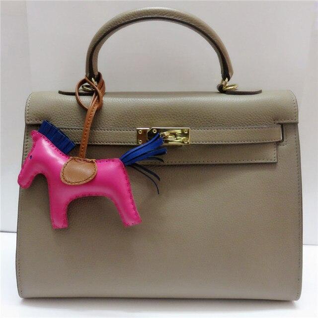 Llaveros caballo de piel de oveja de cuero real horse colgantes del encanto del monedero del bolso hecho a mano bolsa de encanto clásico caballo muñecas insectos charm rose