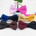 Fancy bowtie de punto dos colores simetría moda uniéndonos para diseñar una variedad de colores opcionales