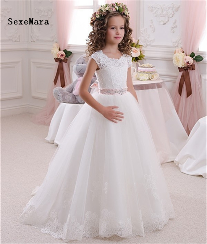 2019 New Flower Girls Dresses For Weddings Princess Birthday Dress with Beaded Sash Lace Applique Girls First Communion Dress2019 New Flower Girls Dresses For Weddings Princess Birthday Dress with Beaded Sash Lace Applique Girls First Communion Dress