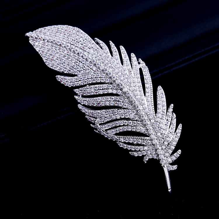 Bridal Fashion Cubic Zircon Micro Paved Elegant Feather Brooch Pin Women Wedding Jewelry Pendant 001556 anime style feather pattern zinc alloy brooch pin blue white silver