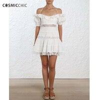 Cosmicchic лето с плеча Белый пляжное платье Фонари короткий рукав выдалбливают рябить кружева подол мини платье взлетно посадочной полосы высо