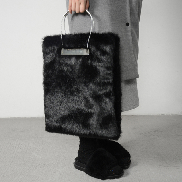 e49cb5a3e77a 2017 New Winter Black Fur Women Handbags Luxuy Handle Totes Bag Designer Clutch  Purse Ladies Leather