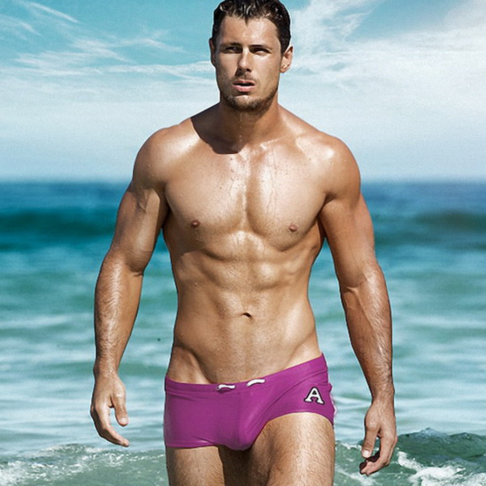 Man In Zwembroek.Swimwear Men Swimming Trunks Zwembroek Heren Masculina Gay