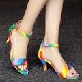 Размер 34-43 Белых Женщин Сандалии ИСКУССТВЕННАЯ Кожа Низкий Каблук Повседневная Обувь Моды Смешанные Цвета Модные Сандалии Дамы Пляж обувь