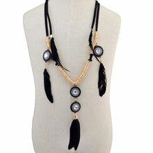 89c3976e4fe2 Estilo indio étnico negro rojo Cadena de cuero Rhinestone pluma colgante  collares Vintage Tribal Gypsy joyería para las mujeres