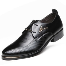 Новая акция Мягкие кожаные мужские туфли броги Кружева-Up Бизнес Мужские туфли-оксфорды мужские свадебные платье в деловом стиле Высококачественные туфли на плоской подошве