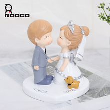 Roogo Sweet Wedding Home Decoration Accessories Resin Bridegroom And Bride Figurine Gift For Couple Family Desktop Ornament roogo sweet wedding home decoration accessories resin bridegroom and bride figurine gift for couple family desktop ornament