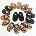 Nueva Moda de Los Niños Infantiles Del Niño Recién Nacido Del Leopardo Del Cuero Genuino Clásico Primeros Caminante Zapatos de Bebé Mocasines Moccs Zapatos Fringe