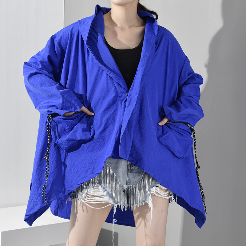 LANMREM 2020 New Early Spring Hooded Long Sleeve Blue Big Pocket Irregular Hem Big Size Windbreaker Women Trench Fashion YG4910