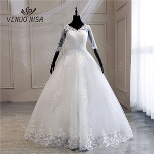 Image 1 - Женское свадебное платье с длинным шлейфом, кружевное бальное платье с аппликацией и V образным вырезом, с коротким рукавом, винтажное платье принцессы для невесты
