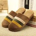 Nuevo 2016 Invierno Pantufa Pantufas Mujeres de Rayas Zapatillas de Fondos Blandos Zapatos de Los Hombres Suaves Zapatos de Felpa Zapatillas de Casa de Interior