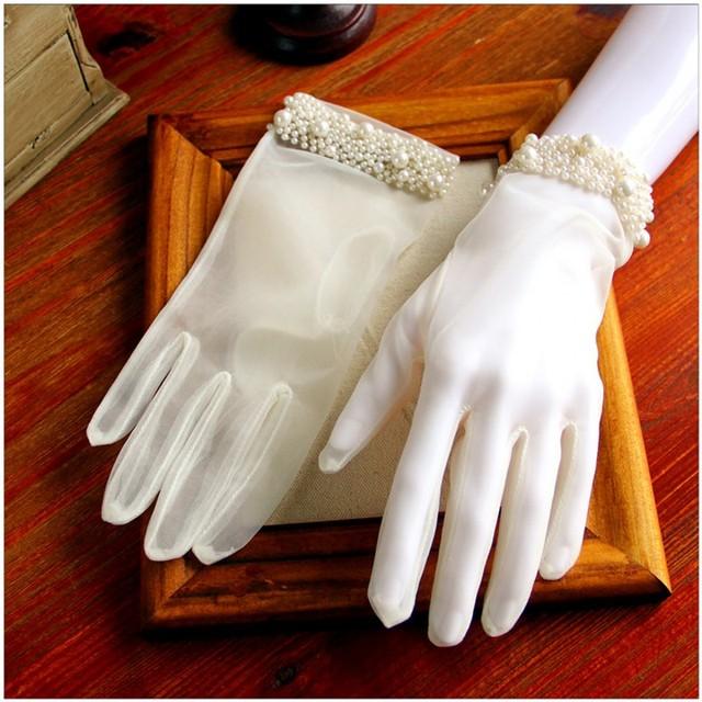 Elegante Branco Pérola Cintura Luvas Noivas Luvas de Casamento Barato Estilo Primavera 2017 Nova Ilusão de Decorações De Casamento De Luxo Curto