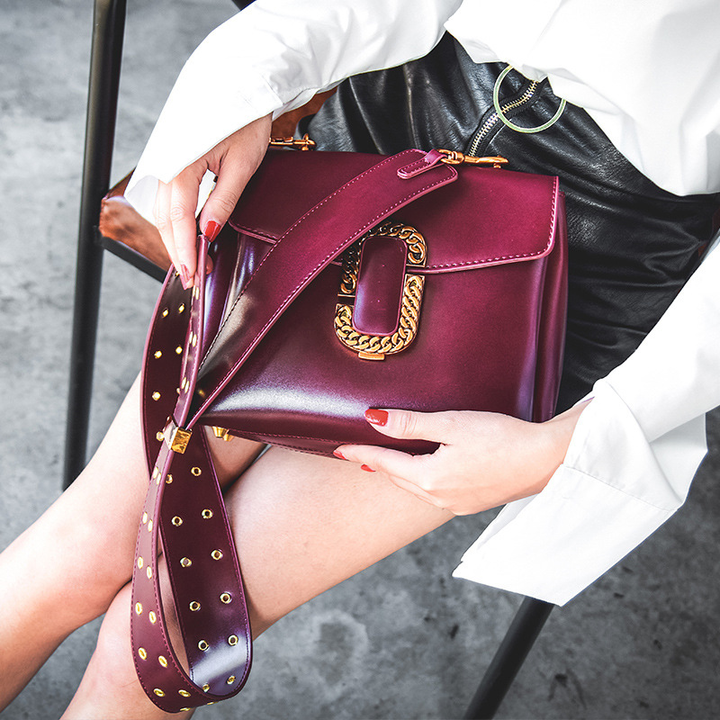 2019 Hot sale womens bag new style design fashion Punk style  good quality strap shoulder bag ladies messenger women bags 677 2019 Hot sale womens bag new style design fashion Punk style  good quality strap shoulder bag ladies messenger women bags 677