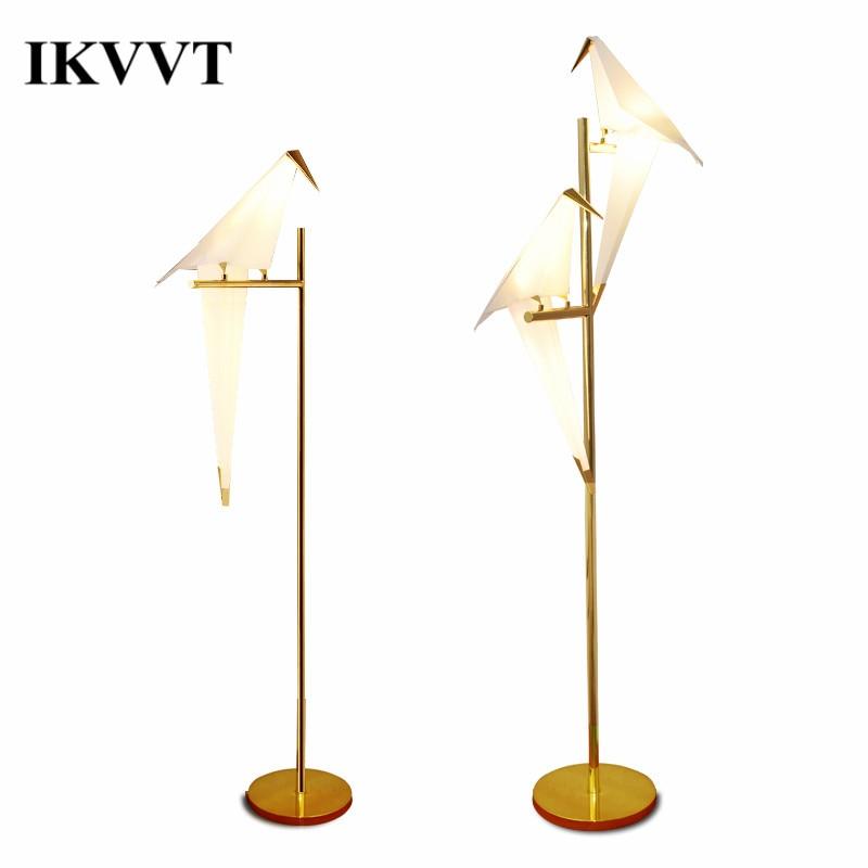 IKVVT Moderna Semplice Uccello Luci da Pavimento LED di Ferro Dorato Gru di Carta In Piedi Lampada per Ristorante Soggiorno Camera Da Letto Decorazione Dell'interno
