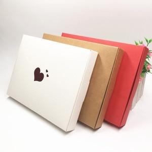Image 1 - Boîtes en papier de cœurs rouges estampillés à chaud, étiquette en forme de fleur, pour présentoir, emballage, bibelots, nouveauté de cosmétiques, 20x15x2,5, 30 pièces